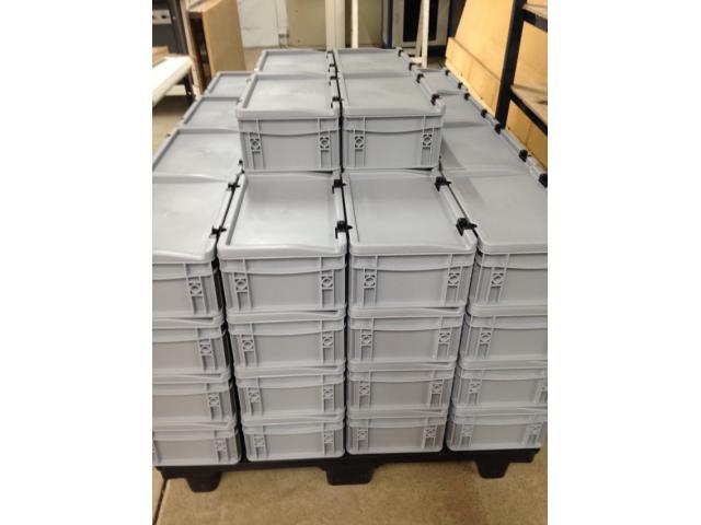bac plastique pour le transport du matériel médical